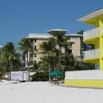 Sicht vom Strand aufs Hotel