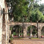 vista desde la alberca a alguno de los jardines Misión San Gil
