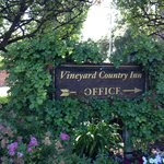 Vineyard Country Inn sign