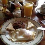 Desayuno, tambien incluye tostadas