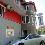"""...Vista esterna del """"Mostar Inn"""""""
