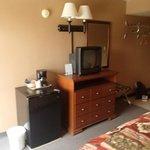 Le frigo et la TV dans la chambre