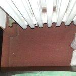 Fußboden hinterm Bett