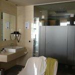 Bathroom integrated in the bedroom (separate loo!)
