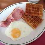 優格水果咖啡以及現點現做的早餐