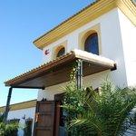 Entrada principal al Hotel Cortijo de Tajar