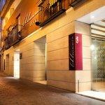 Fachada y Calle Hotel Hospedería Almunia