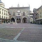 Piazza Vecchia e Palazzo della Ragione in Città Alta a Bergamo