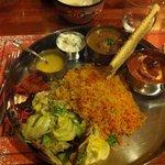 Thali con curry di carne