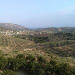 με θέα το χωριό