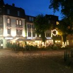 Goldenes Karpfen at night
