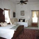 Roomy Accomodations in Mis Emma/Col Dancy Suite