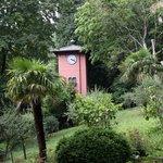 la torre orologio nel parco