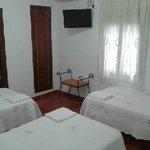 habitacion triple,baño privado,aire acondicionado,calefacion,armario,tlv led,wifi gratuito.