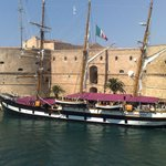 castello aragonese con nave scuola Palinuro