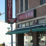 Arrow Hotel/Bonfire Grille and Pub