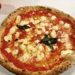 pizza margherita $17