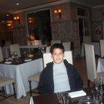 Mi nieto esperando la cena en Chimpay