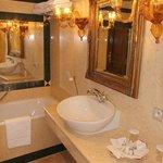 Bathroom (room 35)