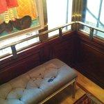 Hissen, med soffa