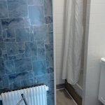 Petit coin salle de bain chambre simple