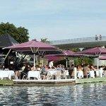 Restaurant gastronomique au bord du lac du Futuroscope