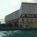 l'hôtel vu de la piscine