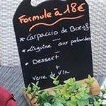 La formule a 18 € Entrée plat dessert et vin
