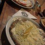 """Uma de """"fondue de quesos"""" e a outra é napolitana. Ambas individuais."""