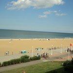 Vue de la plage à partir du balcon de notre chambre