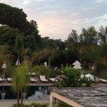 la piscina dopo il tramonto