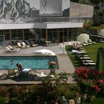 zwembad en ligweide hotel