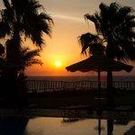 alba dalla piscina panoramica