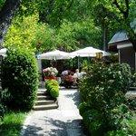 Unser verträumter Gastgarten zum Ausspannen und Genießen