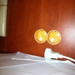 Steckdosen und Lichtschalter am Bett