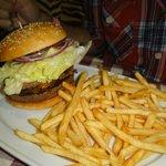 Hambúrguer e fritas Planet Hollywood