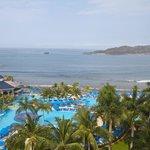 Vista desde el balcon de mi habitacion ,al frente la isla Ixtapa.
