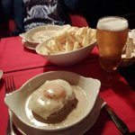 O famoso Bife e uma excelente imperial bem fresquinha