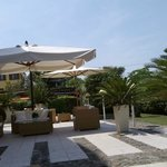 Loungebereich vorm Hotel (mit WLAN)