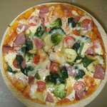 Pizza combinada vegetariana con salame