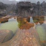 Jacuzzis, piscinas naturais co fundo de cristal
