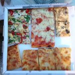 impresionante las pizzas y el trato aún mejor, no podéis estar en Roma y no visitarlos.