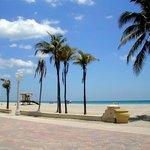 Strand gegenüber vom Hotel