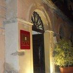 L'ingresso di Palazzo Sciacca