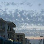 Sonnenuntergang und Sicht auf das Hotel von der Promenade aus