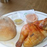 1/2 chicken with bread and sauces