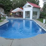 vue piscine et spa sur la terrasse