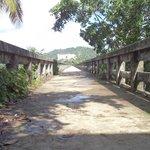 entrada al puente( esta deteriorado, ir en zapatillas, llevar agua)