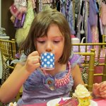 tea and cup cakes