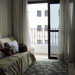 sala do apartamento com varanda